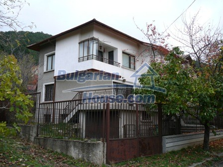10336:1 - Bulgarian Property for sale near forest and dam lake