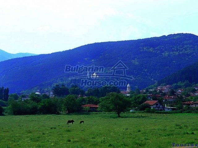 10336:33 - Bulgarian Property for sale near forest and dam lake