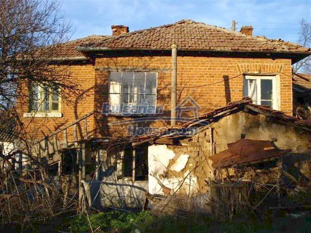 10390:1 - Extremely cheap Bulgarian house only few km away from Elhovo