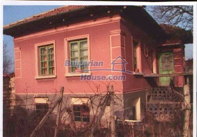 10405:1 - Great countryside 2-storey Bulgarian house