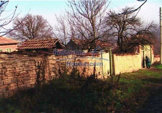 10405:11 - Great countryside 2-storey Bulgarian house