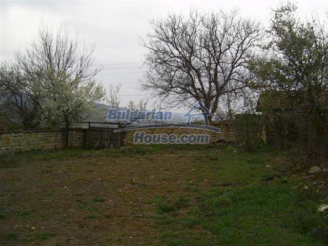 10405:8 - Great countryside 2-storey Bulgarian house