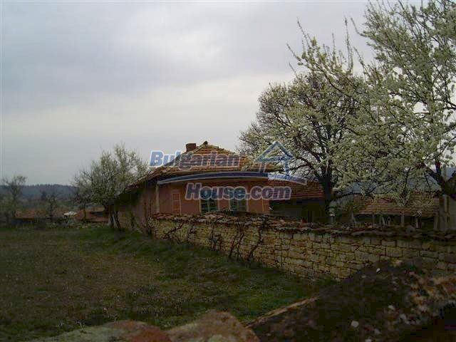 10405:9 - Great countryside 2-storey Bulgarian house