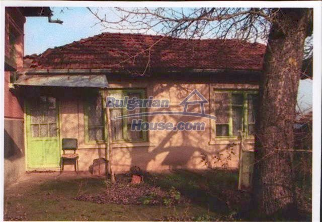10405:10 - Great countryside 2-storey Bulgarian house