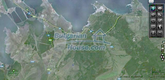 10451:16 - Development bulgarian land suitable for building near Burgas and