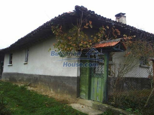 10535:1 - Bulgarian properties with magnificent mountain views near Elena