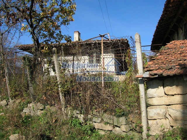 10535:4 - Bulgarian properties with magnificent mountain views near Elena