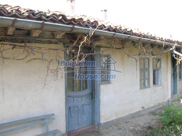 10535:5 - Bulgarian properties with magnificent mountain views near Elena