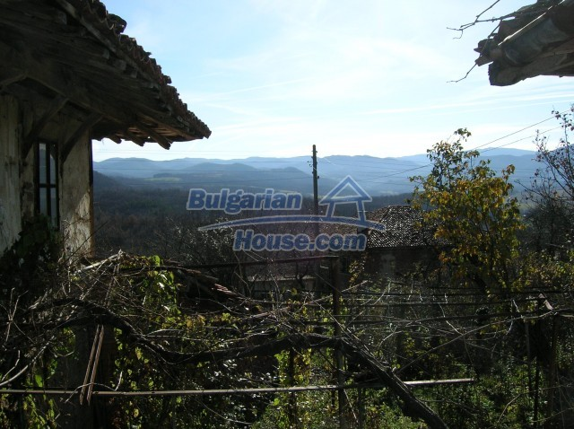 10535:6 - Bulgarian properties with magnificent mountain views near Elena