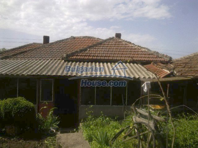 10571:1 - Cheap Bulgarian property for sale in Ruse region,20km to Danube