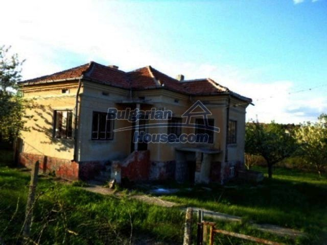 10605:1 - Affordable House in Bulgaria near the forest and the lake,Dobric