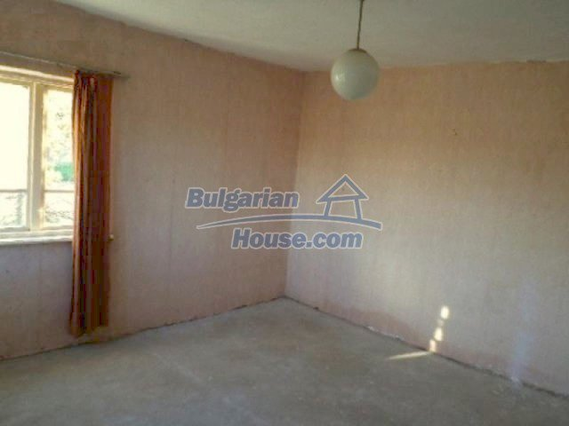 10605:4 - Affordable House in Bulgaria near the forest and the lake,Dobric