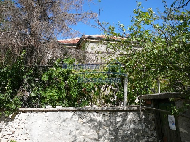 10625:2 - House in Bulgaria - big garden in a hystoric and magical place