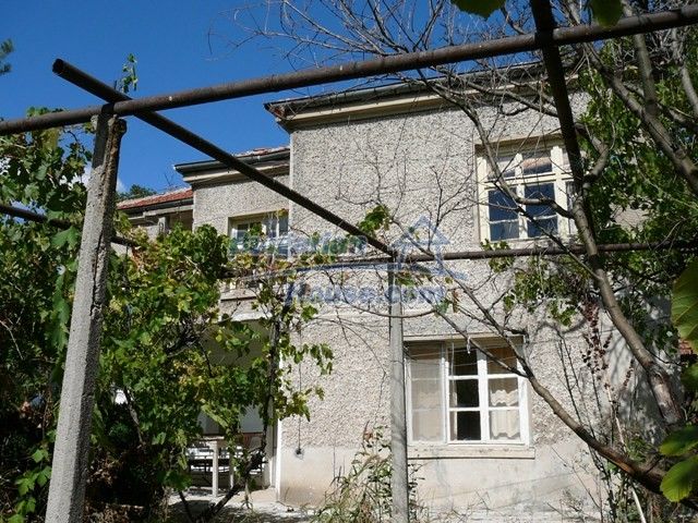 10625:4 - House in Bulgaria - big garden in a hystoric and magical place