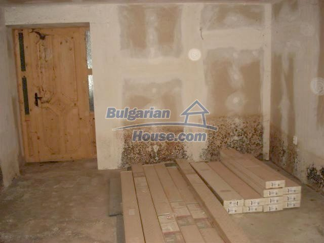 10634:16 - Partly renovated Bulgarian house for sale in Provadia, Varna