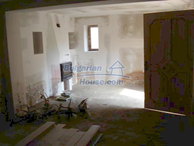 10634:18 - Partly renovated Bulgarian house for sale in Provadia, Varna