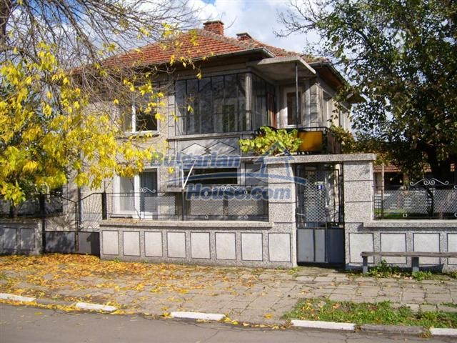 10652:3 - A large and well maintained two-storey house near Yambol town