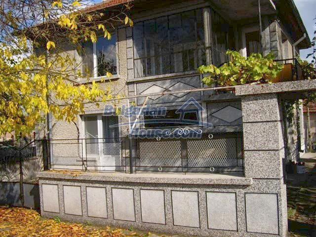 10652:1 - A large and well maintained two-storey house near Yambol town
