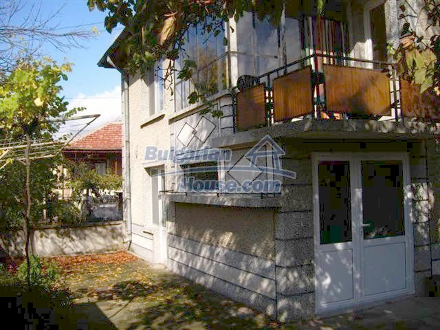10652:4 - A large and well maintained two-storey house near Yambol town