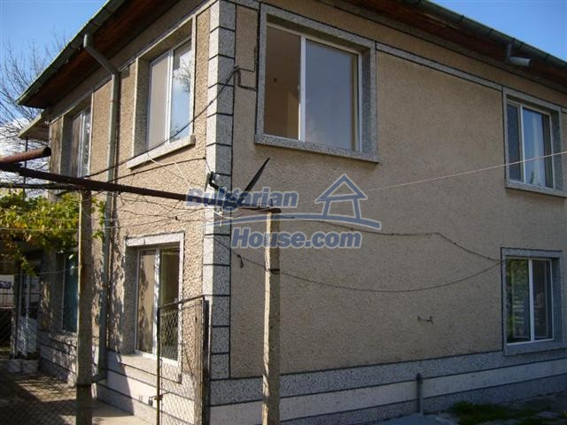 10652:5 - A large and well maintained two-storey house near Yambol town