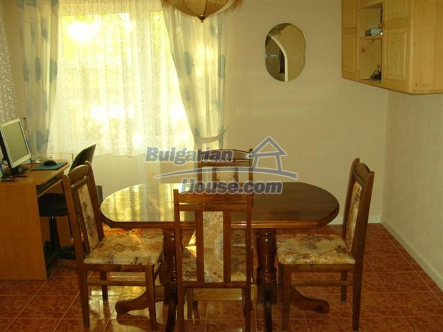 10652:11 - A large and well maintained two-storey house near Yambol town