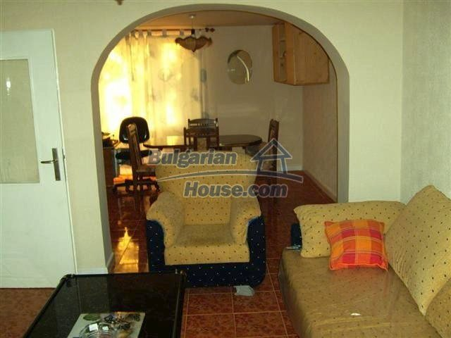 10652:10 - A large and well maintained two-storey house near Yambol town