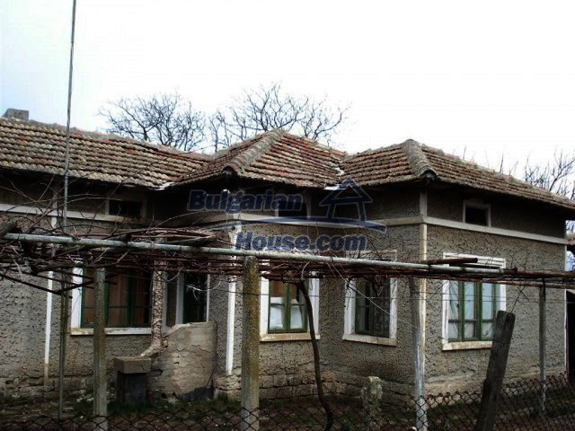 10669:12 - A cheap single-storey house in Dobrich, near the sea
