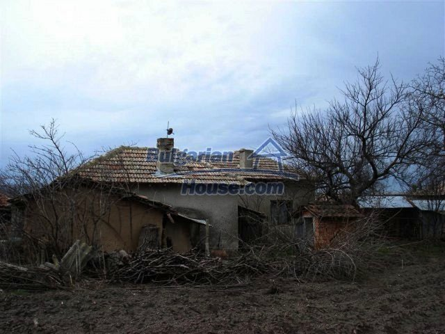 10669:14 - A cheap single-storey house in Dobrich, near the sea
