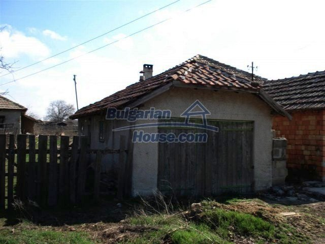 10669:16 - A cheap single-storey house in Dobrich, near the sea