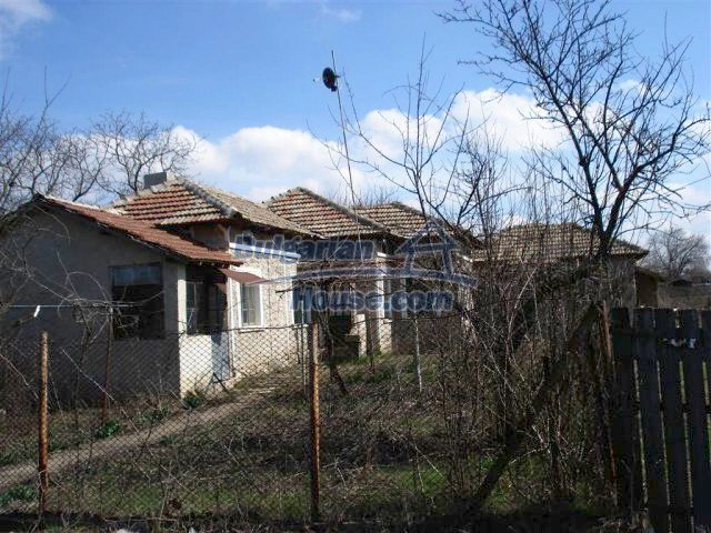 10669:18 - A cheap single-storey house in Dobrich, near the sea