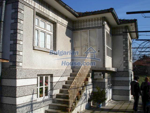 10686:1 - Big two-storey house with a garden near Elhovo