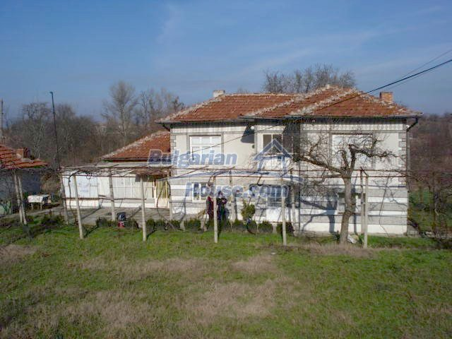 10686:2 - Big two-storey house with a garden near Elhovo