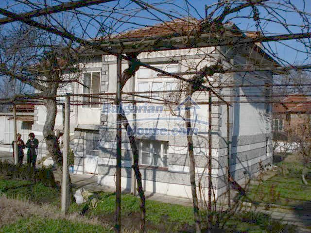 10686:3 - Big two-storey house with a garden near Elhovo