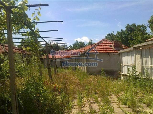 10686:15 - Big two-storey house with a garden near Elhovo