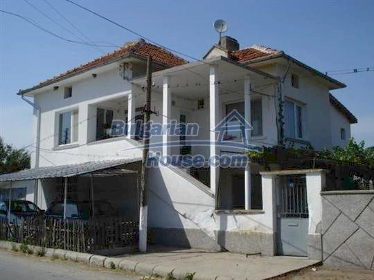 10688:1 - A solid brick two-storey house near Elhovo