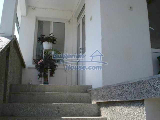 10688:12 - A solid brick two-storey house near Elhovo