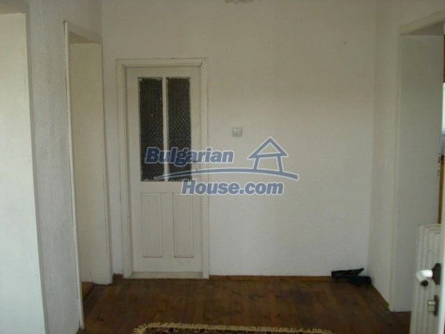 10688:13 - A solid brick two-storey house near Elhovo