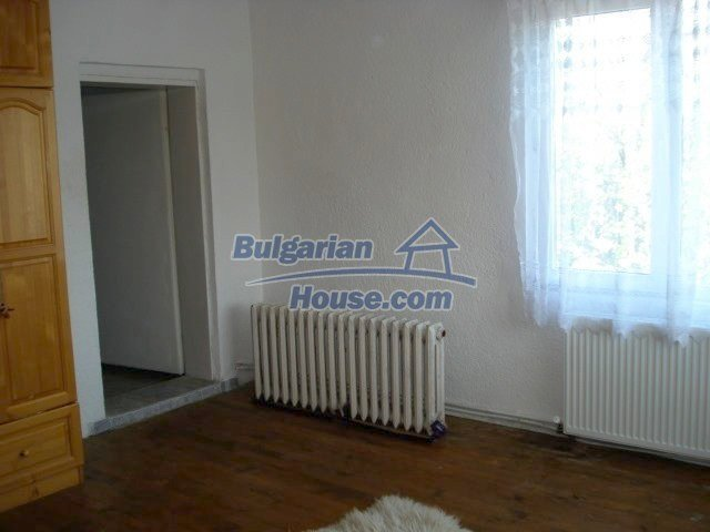 10688:15 - A solid brick two-storey house near Elhovo