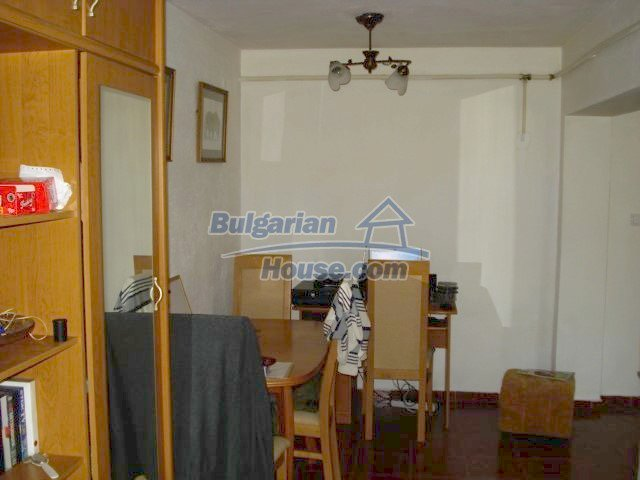 10688:7 - A solid brick two-storey house near Elhovo