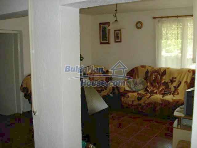 10688:8 - A solid brick two-storey house near Elhovo