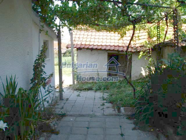 10688:20 - A solid brick two-storey house near Elhovo