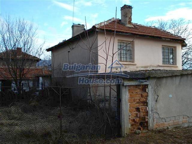 10694:1 - Two-storey house with garden in General Toshevo