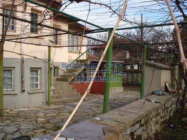 10694:5 - Two-storey house with garden in General Toshevo