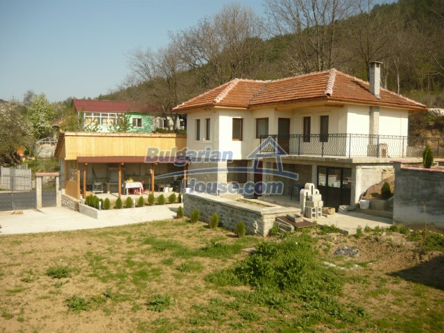10697:1 - A renovated two-storey house near Veliko Turnovo