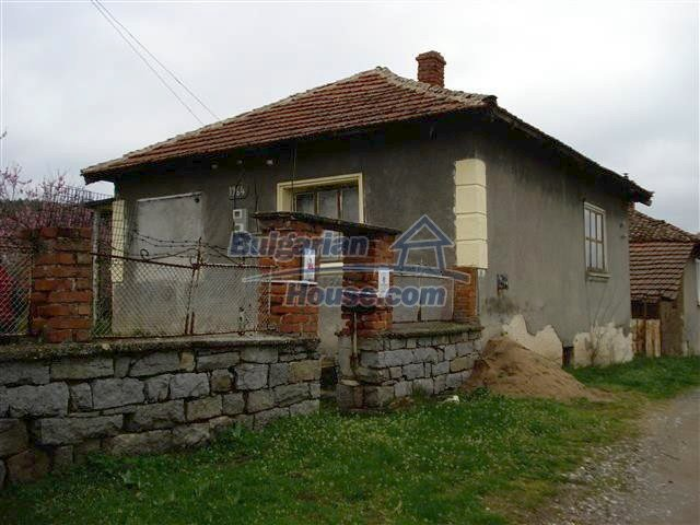 10701:1 - Very cheap Single-storey Bulgarian house with a garden for sale
