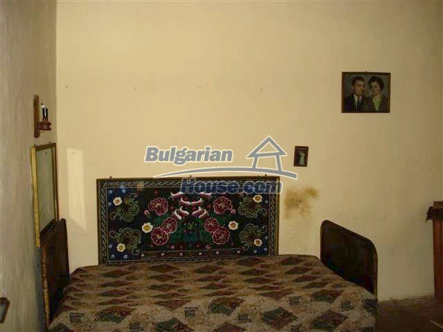 10701:4 - Very cheap Single-storey Bulgarian house with a garden for sale