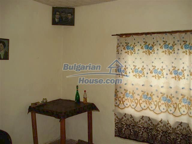 10701:5 - Very cheap Single-storey Bulgarian house with a garden for sale