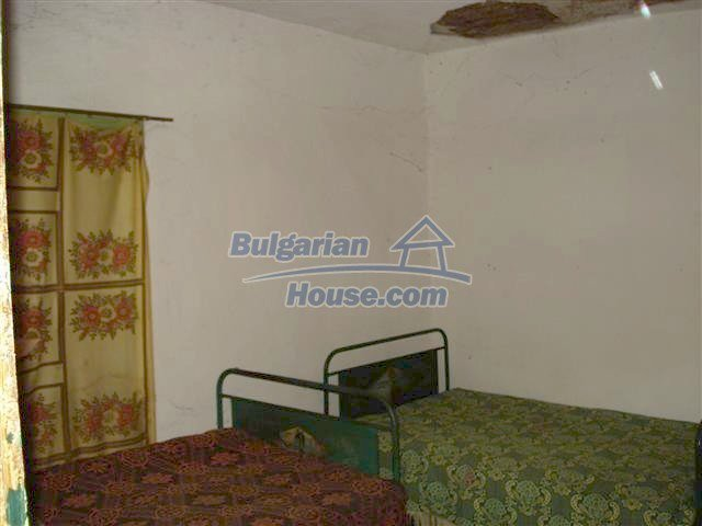 10701:6 - Very cheap Single-storey Bulgarian house with a garden for sale