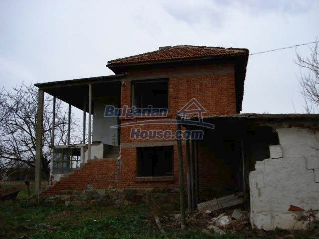 10715:2 - Rural property with a nice garden near Elhovo