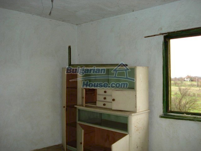10715:11 - Rural property with a nice garden near Elhovo